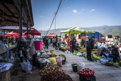 Marché de vendredi dans Shaxi, Yunnan, Chine image libre de droits