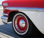 Marché de vintage et voitures américaines classiques Image stock