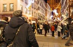 Marché de visite de Noël de personnes à Strasbourg Photographie stock