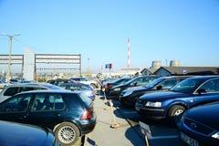 Marché des voitures d'occasion d'occasion dans la ville de Vilnius Images stock