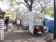 Marché en plein air dans la plaza Dorrego en San Telmo Photo stock