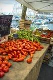 Marché en plein air de fèves de tomates Images libres de droits