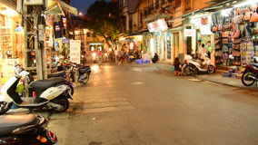 Marché en plein air de marche la nuit à Hanoï - à Hanoï Vietnam clips vidéos