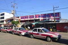 Marché et taxis mexicains photo libre de droits