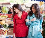 Marché jumeau de soeurs Photos stock