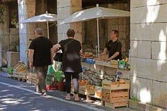 Marché local d'agriculteur dans le saint Paul de Vence, Provence, France Image libre de droits