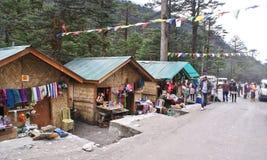 Marché local de travail manuel à la vallée de Yumthang, Sikkim Images stock