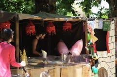 Marché médiéval : Datail d'une cabine 31 de bonbons Photos stock