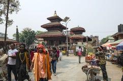 Marché occupé d'Asan Tole avec des travailleurs, des gens du pays et des touristes, Indra Chowk, Katmandou Népal Photo libre de droits