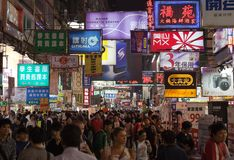 Marché occupé de nuit de rue de temple. Hong Kong. photos libres de droits