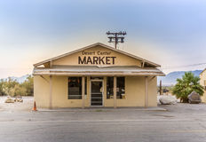 Marché superbe fermé au petit village du centre de désert, Etats-Unis Images libres de droits