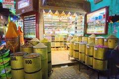 Marché traditionnel d'épices images stock