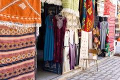 Marché traditionnel et coloré en EL Souk de Houmt dans Djerba, Tunisie images libres de droits