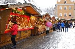 Marché typique de Noël des Alpes italiens photo stock