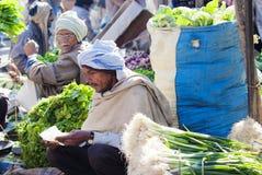 Marché végétal en gros à Âgrâ, Inde Images stock