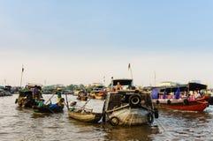 Marché végétal sur la rivière dans occidental du Vietnam Images stock