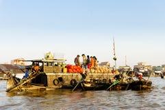 Marché végétal sur la rivière dans occidental du Vietnam Image stock