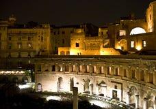 Marchés de Trajan par nuit photographie stock
