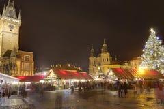 Marchés traditionnels de Noël à la vieille place de villes à Prague, République Tchèque Image libre de droits