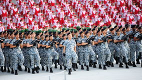Marcha contingente da marinha durante o ensaio 2013 da parada do dia nacional (NDP) Fotografia de Stock Royalty Free