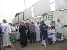 Marcha de los musulmanes en las calles de Nairobi Imagenes de archivo