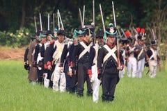 Marcha medieval francesa dos soldados à guerra Fotografia de Stock