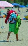 Marchand ambulant africain des feuilles et des serviettes Images libres de droits
