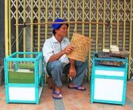 Marchand ambulant dans la ville de Bandung photos libres de droits