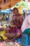 Marchand ambulant local vendant des citrons Images libres de droits
