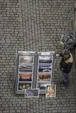 Marchand ambulant sur la rue de trottoir image libre de droits