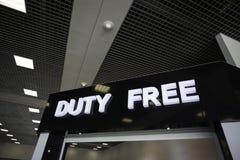Marchandises hors taxe lumineuses de signe dans l'aéroport. Photos stock