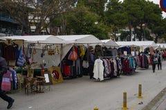 Marchands ambulants de Xanthi, Grèce vendant des produits au marché de bazar Images libres de droits