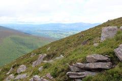 Marchant la montagne Image libre de droits