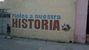 Marchant loin, La Havane Images stock