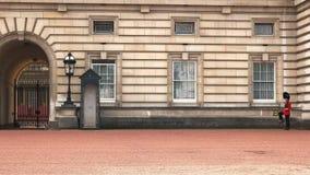 Marchas del guardia en el Buckingham Palace