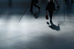 Marche à l'aéroport Photos stock