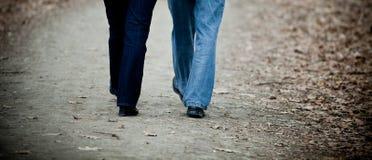 Marche aînée de couples Image libre de droits