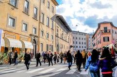 Marche autour sur la route Photos libres de droits