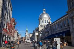 Marche Bonsecours in Montreal, Quebec, Canada, tijdens een zonnige middag De Bonsecoursmarkt is de belangrijkste aantrekkelijkhed stock afbeelding
