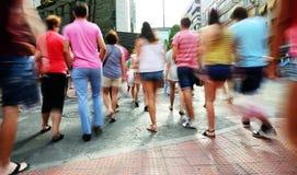 Marche brouillée de foule Photographie stock