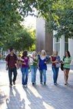 Marche d'étudiants photographie stock libre de droits