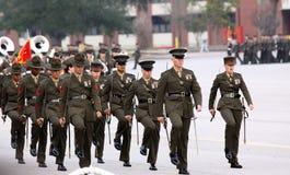 Marche d'instructeurs de foret de corps des marines Images libres de droits
