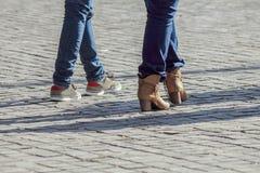 Marche de couples Photos stock