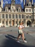 Marche de deux touristes Photo stock