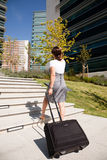 Marche de femme d'affaires Image stock