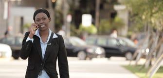 Marche de femme d'affaires Photographie stock libre de droits