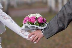 Marche de mariée et de marié Images libres de droits