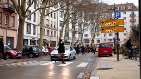 Marche derrama a demonstração do protesto do março de Le Clima na rua francesa vídeos de arquivo