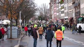 Marche derrama a demonstração do protesto do março de Le Clima na rua francesa filme