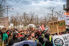 Marche derrama o março de Le Climat para proteger em povos franceses da rua com foto de stock royalty free